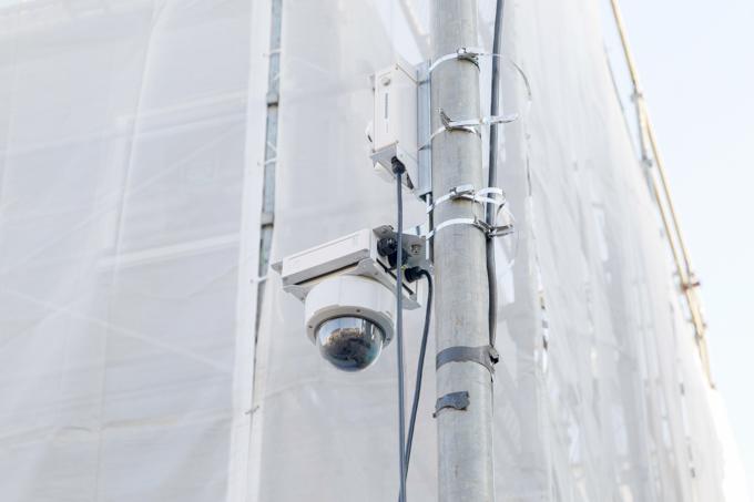 屋外に設置した固定カメラで基礎工事や外装工事の状況を定点撮影