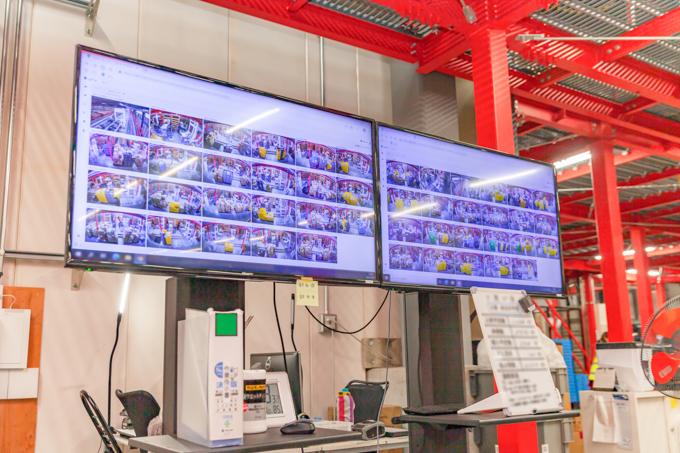 笠間DCでは多くのSafieカメラが稼働しコンベアや作業状況を監視している